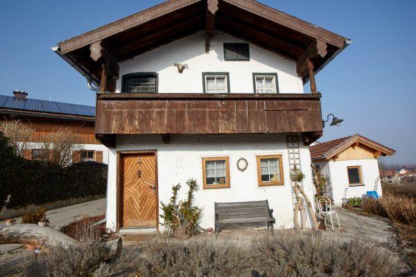 Wohnen wie zu Großmutters Zeiten in einem Denkmal geschütztem Haus in Fridolfing.